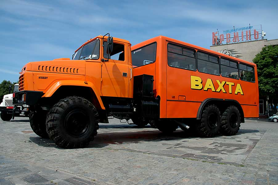 «Вахтовка» КрАЗ-6133 КЕ на трёхосном шасси
