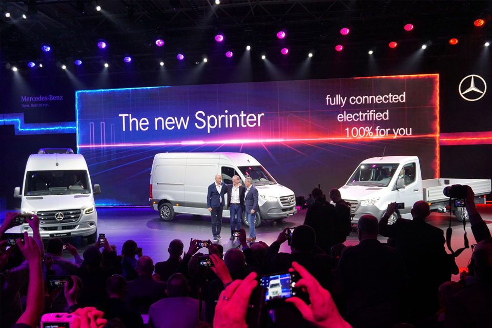 Mercedes-Benz Sprinter 2018 получил доступ в Сеть, три типа привода и 1700 конфигураций